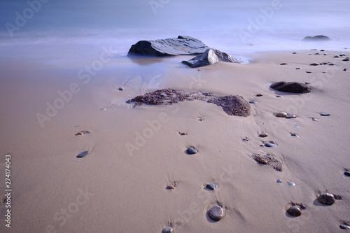 Photo Rocky stewn beach on Martha's Vineyard at lowtide