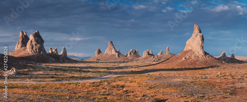 Fotografia Trona Pinnacles are nearly 500 tufa spires hidden in California Desert National Conservation Area, not far from the Death Valley National Park, California, USA