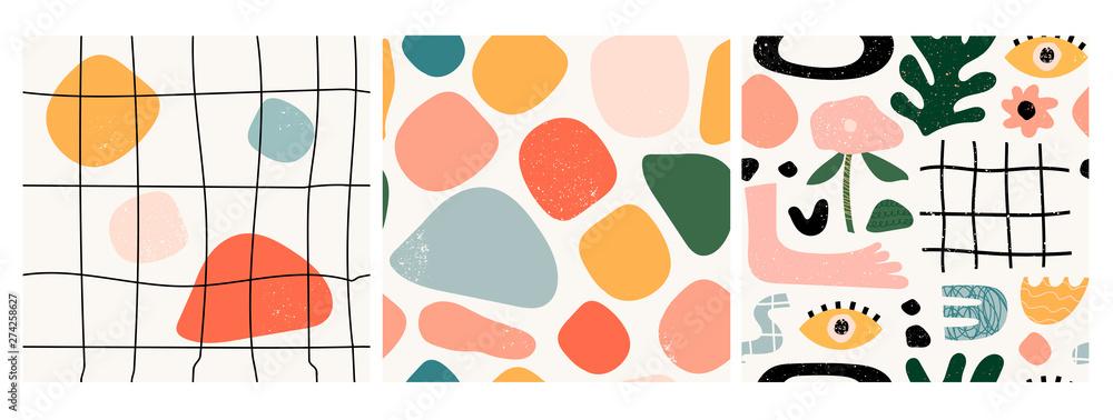 Zestaw trzech bez szwu wzorów. Ręcznie rysowane różne kształty i obiekty doodle. Abstrakcjonistyczna współczesna nowożytna modna wektorowa ilustracja. Tekstura stempla. Każdy wzór jest izolowany <span>plik: #274258627   autor: Dariia</span>