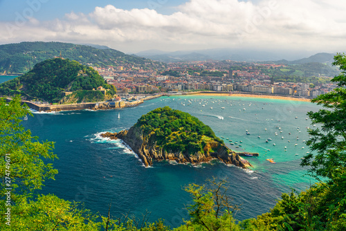 Canvas Aerial view of turquoise bay of San Sebastian or Donostia with beach La Concha,