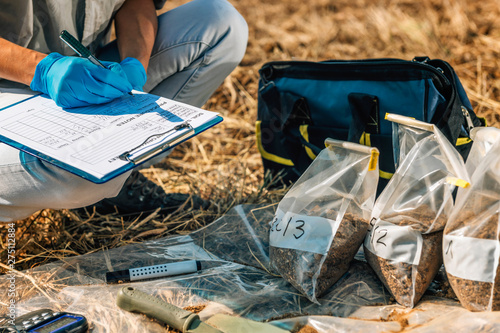 Canvas Print Soil Test. Female Agronomist Taking Notes In The Field