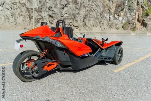 Valokuvatapetti angular, three-wheeled motorbike