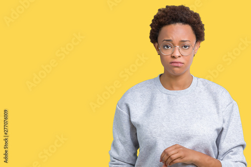 Photo Young beautiful african american woman wearing glasses over isolated background depressed and worry for distress, crying angry and afraid