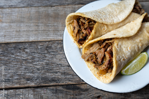 Foto Mexican tacos known as arabes style