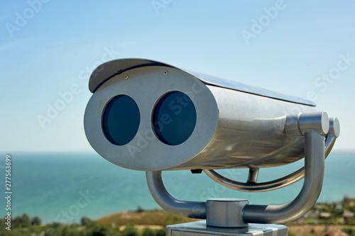 Obraz na płótnie Binoculars on the observation deck overlooking the sea.