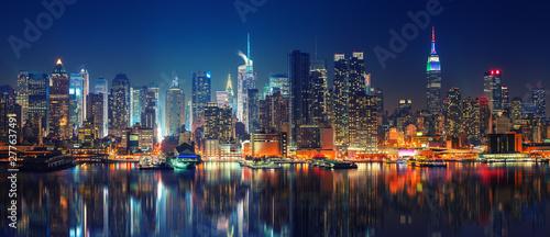 Obraz na plátně Panoramic view on Manhattan at night, New York, USA