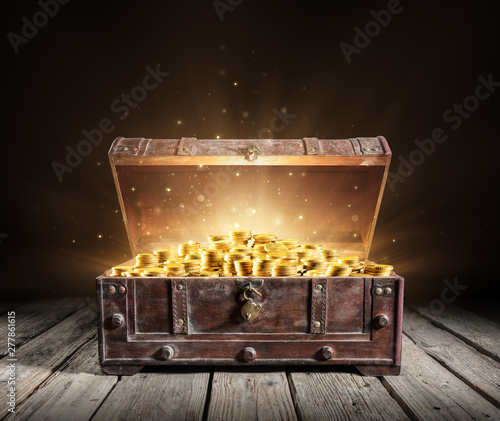 Obraz na plátně Treasure Chest - Open Ancient Trunk With Golden Coins
