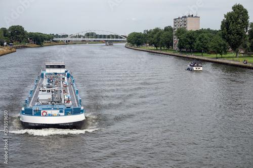 Foto Ship at Dutch Amsterdam Rijn canal sailing near city Utrecht