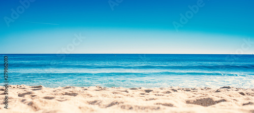 Fotografia Blue ocean wave on sandy beach. Summer Vacation concept .