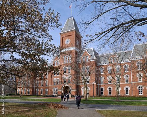 Slika na platnu College building in fall