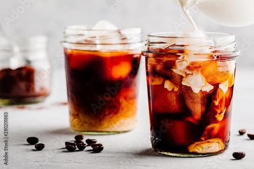 Fotografia Iced Coconut Chai Tea Latte in glass jar