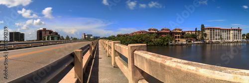 Fotografia Walkway across Bridge over Big Hickory Pass smooth waterway in Bonita Springs