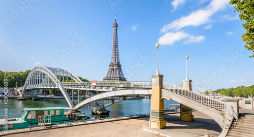 Canvas Print Panoramic view of the Debilly footbridge, a pedestrian through arch bridge over the river Seine, built in 1900 not far from the Eiffel tower in Paris, France