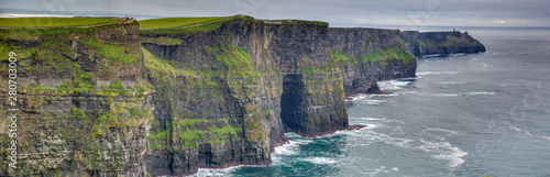 Foto Panorama picture of the Cliffs of Moher at the west coast of Ireland