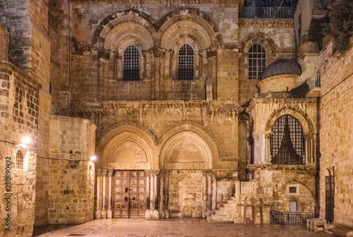 Photo Facade of the Church of the Holy Sepulchre in Jerusalem, Israel