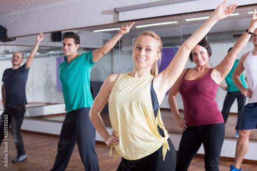 Fotografering Beginner dancers learning zumba elements in dancing hall