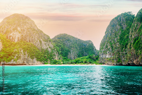 Fototapeta The beautiful Maya bay on Phi Phi Islands