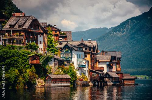 Fotografia Hallstatt, Austria: houses and famous lake