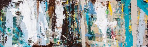 Sztuka abstrakcyjna z plamami wielokolorowej farby, jako zabawna, kreatywna i inspirująca tekstura tła - w długiej panoramie / banerze.