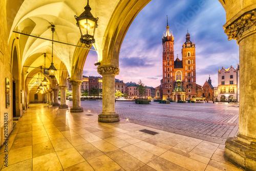 Fotografia St. Mary's Basilica on the Krakow Main Square at Dusk, Krakow