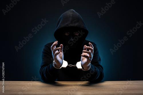 Fotografia 手錠をかけられた仮面の男