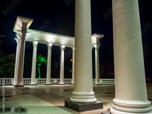 Historical Greek-style colonnades in Batumi at night Fototapet