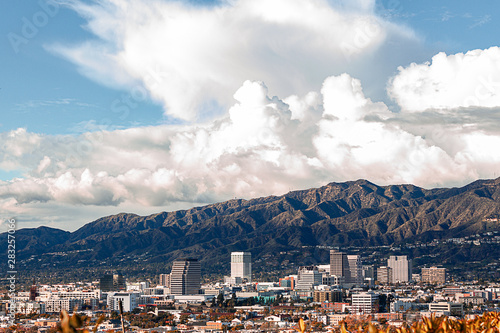 Tablou Canvas downtown glendale california skyline with san gabriel national forest