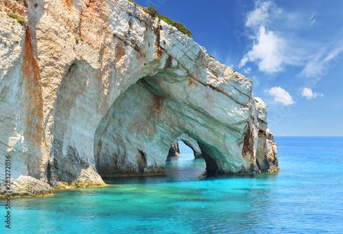 Fototapeta premium Niebieskie jaskinie na wyspie Zakynthos - Grecja