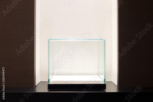 Fotografia Empty glass showcase display