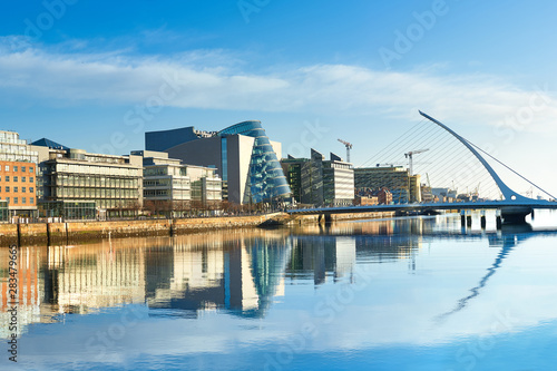 Canvas Print Modern buildings and offices on Liffey river in Dublin
