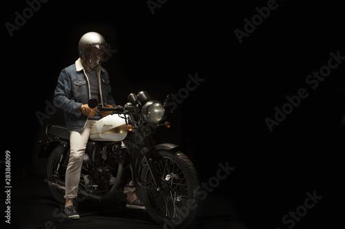 Carta da parati Man on cafe racer style motorbike