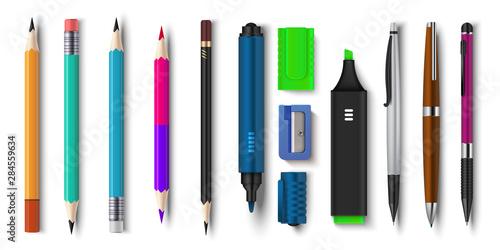 Foto Realistic pen and pencils