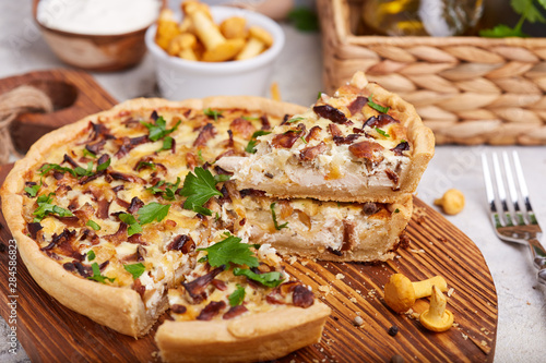Obraz na płótnie Quiche – open tart pie with chicken meat, chanterelles mushrooms, onion and chee