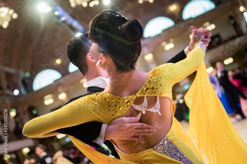 Obraz na płótnie couple dancing standard dance