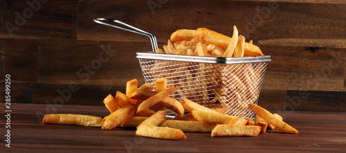 Photo Tasty french fries potato on wooden table background