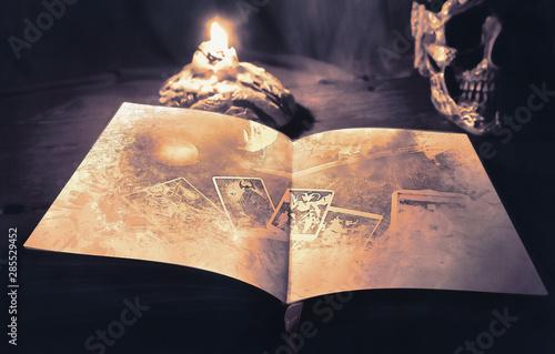 Carta da parati Tarot book.