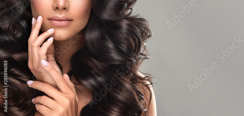 Canvas-taulu Beauty brunette girl with long  and   shiny wavy black hair