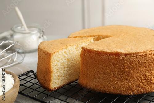 Valokuva Delicious fresh homemade cake on grey table
