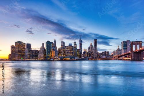 Canvas Print New York City Lower Manhattan with Brooklyn Bridge at Dusk, View from Brooklyn