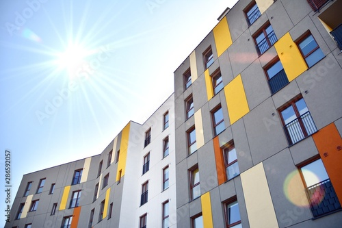 Canvas Print Modern apartment building detail, glass surface with sunlight