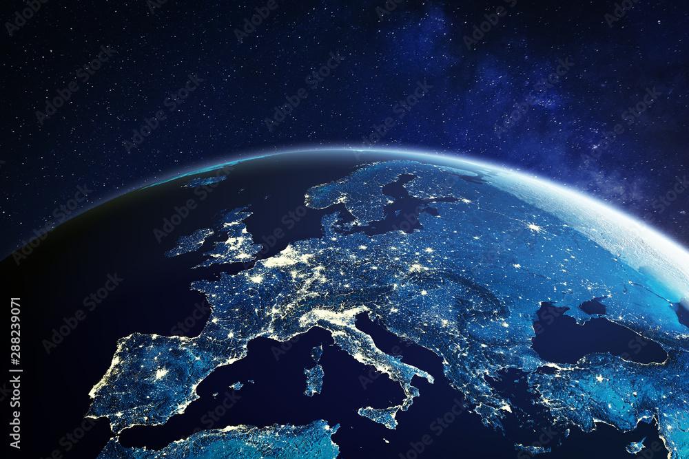 Europa z kosmosu w nocy ze światłami miasta pokazującymi europejskie miasta w Niemczech, Francji, Hiszpanii, Włoszech i Wielkiej Brytanii (Wielka Brytania), globalny przegląd, rendering 3D planety Ziemia, elementy z NASA <span>plik: #288239071 | autor: NicoElNino</span>