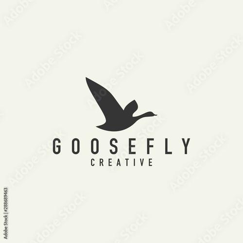 goose silhouette logo - vector illustration on a light background Fototapet