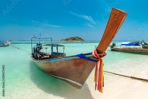 Canvas Print Longtail boat and beautiful ocean, Thailand