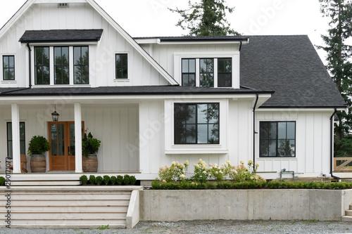 Canvas-taulu Modern farmhouse-style house in North America