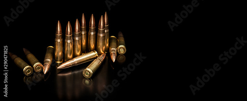 Fotografia Bullet isolated on black background with reflexion