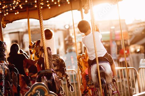 carousel in park Fototapete