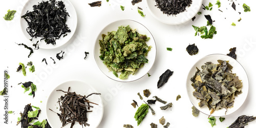 Fotografie, Obraz A panoramic overhead shot of a variety of dry seaweed, sea vegetables, on a whit