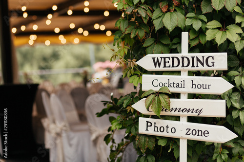 Fotografiet Sign for guests to help them to find the place of wedding, photo zone, cocktails