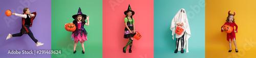 Fotografia Children in carnival costumes on multicolor background.