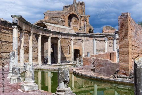Valokuvatapetti Italy, Tivoli, Teatro Marittimo at Hadrian's Villa